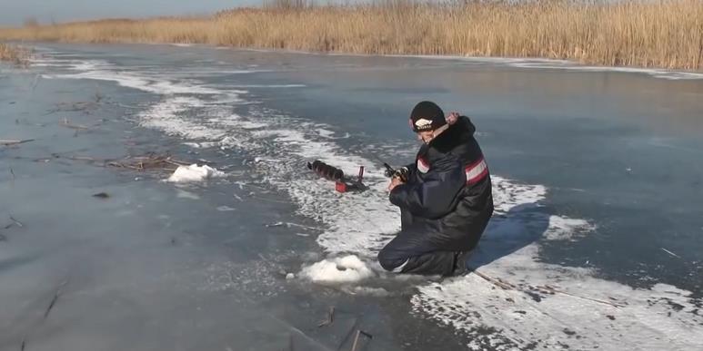 на зимней рыбалке